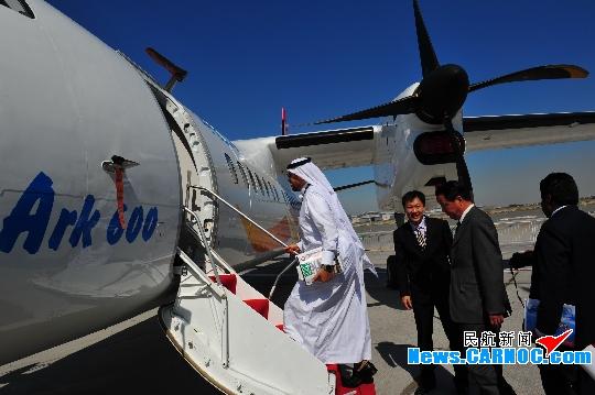 MA600迪拜召开新闻发布 中外记者登机参观