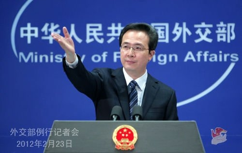 外交部发布会_图:2012年2月23日,外交部发言人洪磊主持例行记者会.