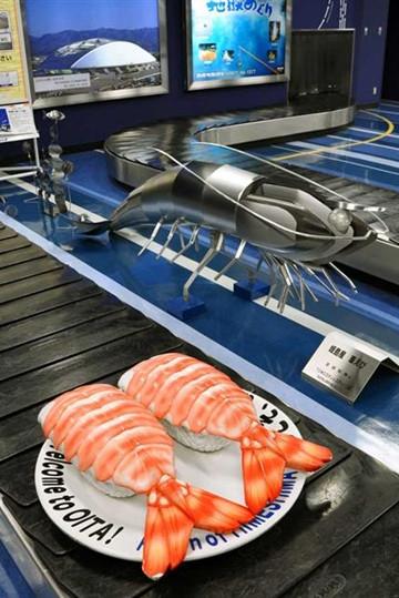 日本机场创意无限 行李传送带变身旋转寿司