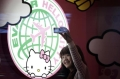 A passenger takes a self-portrait with an Eva Airlines' Hello Kitty-themed light box in Taoyuan International Airport, northern Taiwan, April 30, 2012. REUTERS/Pichi Chuang