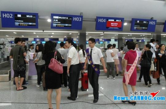 东航四川举行成都双流机场T2航站楼转场演练