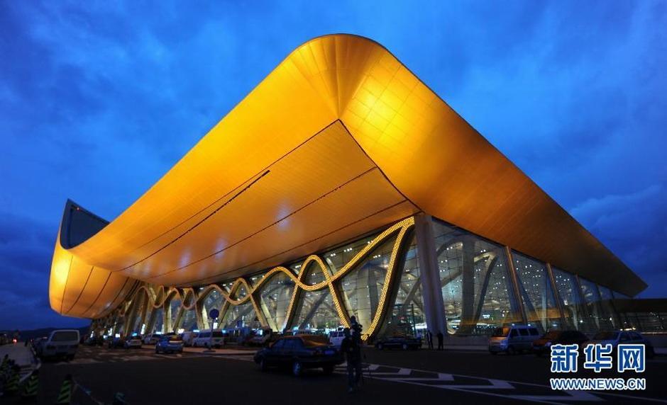 """昆明长水机场航站楼钢彩带结构综合技术研究及应用获""""2011年中国施工"""