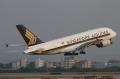 """图:新加坡航空9V-SKA号A380客机。2007年10月15日,全球首架A380在法国图卢兹正式交付,并于25日首次投入商业飞行。<a href=http://pic.feeyo.com target=_blank>民航图库</a>图片,摄影:民航资源网网友""""<a href=http://pic.feeyo.com/photo.jsp?userid=7389 target=_blank>肥毅</a>""""。(浏览作者图库原帖《<a href=http://pic.feeyo.com/posts/544/5444650.html target=_blank>[原创][CASG]今日新航A380光临广州!</a>》)"""