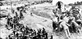 修建公路的石碾子,一般仅仅是需要30-50人就可以拉动,而修建机的石碾子最大的有1.8米高,重量在5吨以上