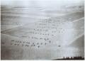 这是1942年一位中国飞行员航拍的昆明巫家坝机场,下面是中国抗日军队列队训练的场面。