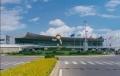 1997年4月1日,为迎接99世博会,昆明机场扩建工程开工,并于1999年2月28日投入使用。扩建工程完成新航站楼总面积7.5万平方米,登机桥总数12个,站坪和停机坪面积达25万平方米