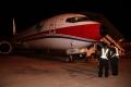 机务工程师为巫家坝最后离开的飞机提供保障