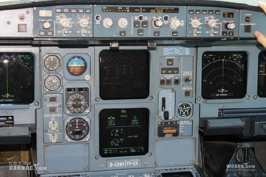 驾驶舱仪表面板