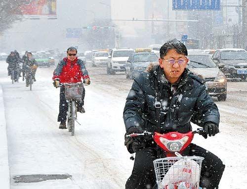 全国多地出现降雪天气 10余个机场陆续关闭