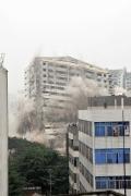 见证发展变迁  海航爆破拆除使用十余年大厦