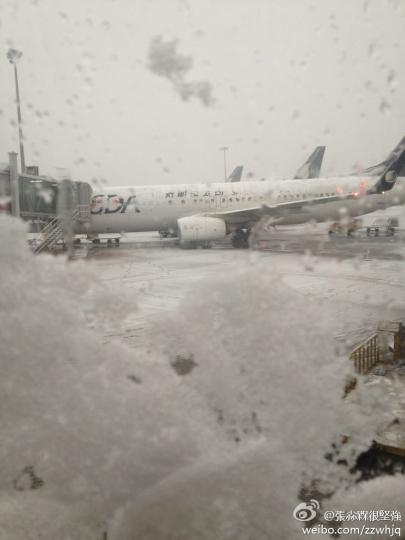 我国多地遭暴雪袭击 全国18家机场相继关闭