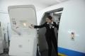 新乘学员打开模拟舱舱门。 (摄影:陈岩)