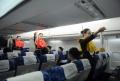 新乘学员模拟舱安全演练。 (摄影:陈岩)