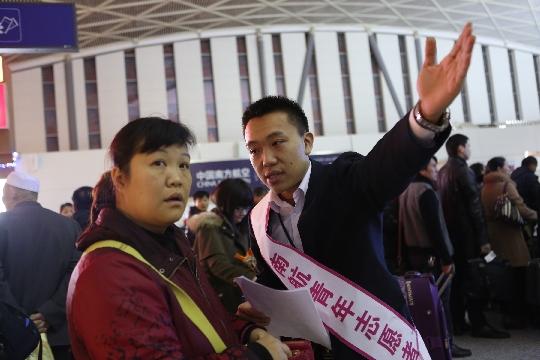 6年春运志愿服务 南航新疆送暖旅客回家路