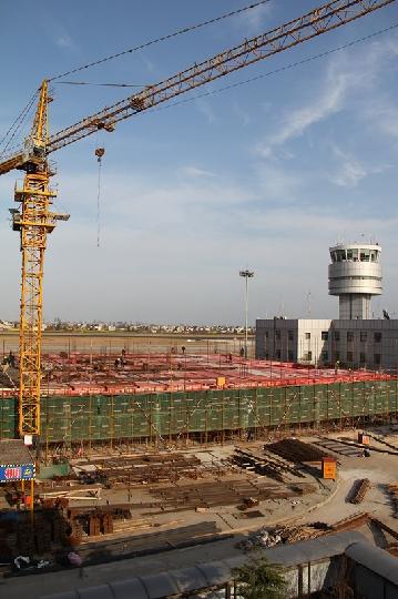 中国民用航空江苏安全监督管理局机场处王建国处长带队对南通兴东机场