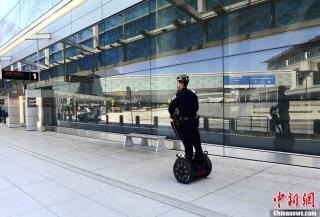 美国大城市机场加强警卫