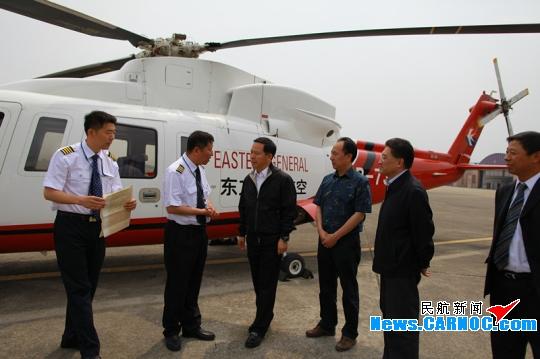 刘绍勇、顾佳丹一行慰问东方通航7335机组