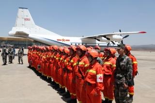 救援队赶赴地震灾区 长水机场开通绿色通道