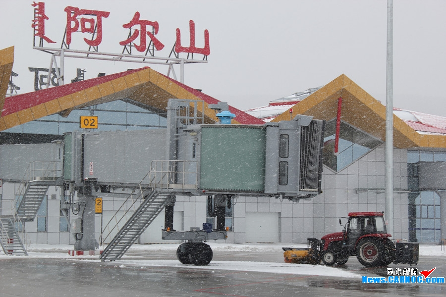 阿尔山机场:除雪进行时