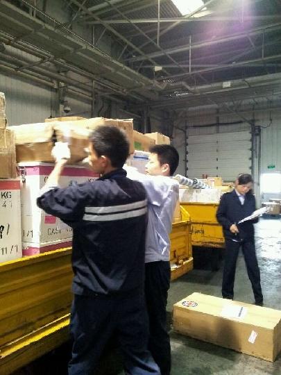成都空港货运站精心保障首批港澳台救援物资