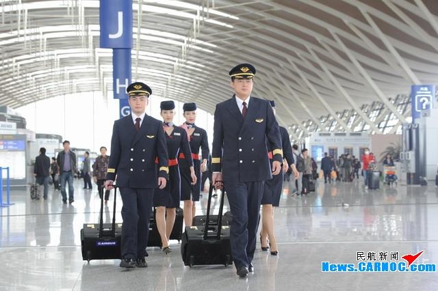 简洁,美观,得体 东航一线员工更换新制服
