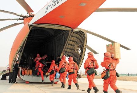 """飛龍通航""""巨無霸""""米-26直升機助力森林防火"""
