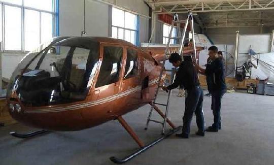 齐翔新增加一架罗宾逊R44直升机 正组装调试