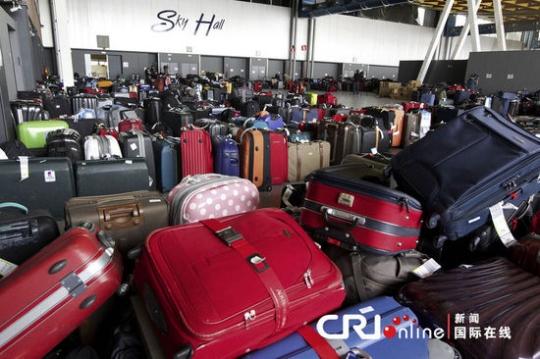 布鲁塞尔机场大罢工 2万旅客无法取到行李
