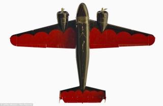 美国摄影师仰拍飞机机身罕见照片
