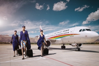 Tibet Airlines unveils a new uniform for its cabin crew. The new uniform is to be worn by Tibet Airlines cabin crew starting from June 1.