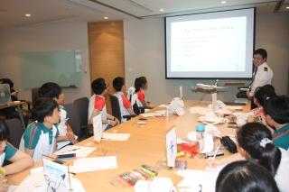 港龙航空的工程师Michael Zhang为学员讲授飞机原理知识。