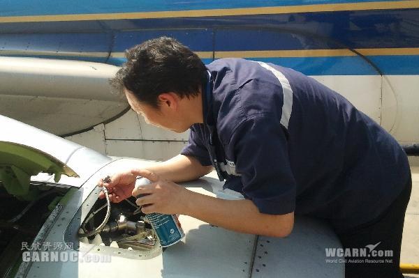 战旺季 南航深圳机务频频通宵保障航班安全