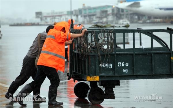 白云机场一线员工抵御台风保障航班侧记