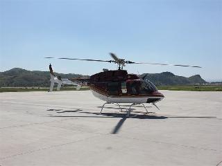 赤峰机场机务首次保障滑橇式直升机贝尔407