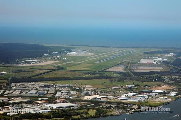 机场拥挤 澳洲航空航班紧急备降黄金海岸加油