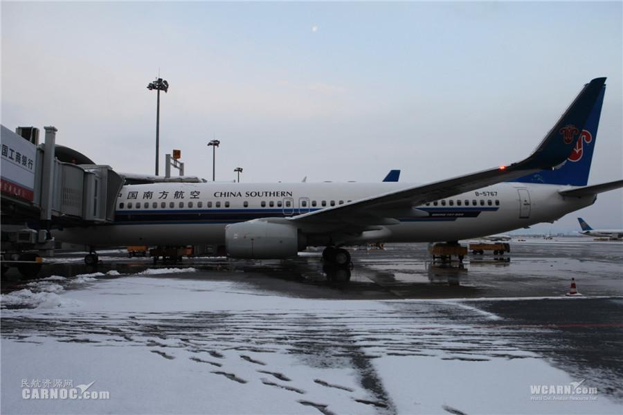 大雪过后乌鲁木齐机场t3航班运行正常