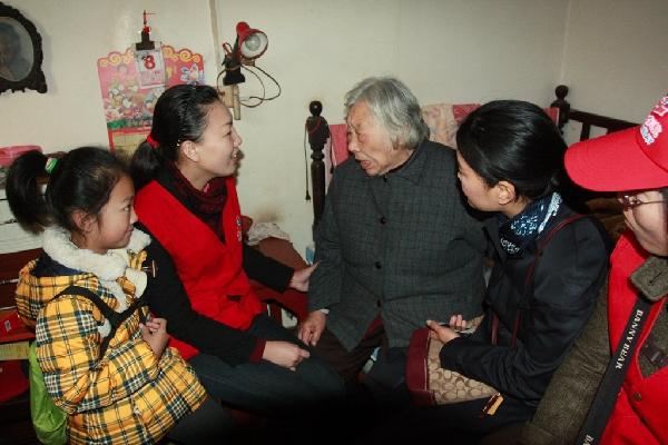 东航江西青年志愿者爱心献社会 真情暖人心