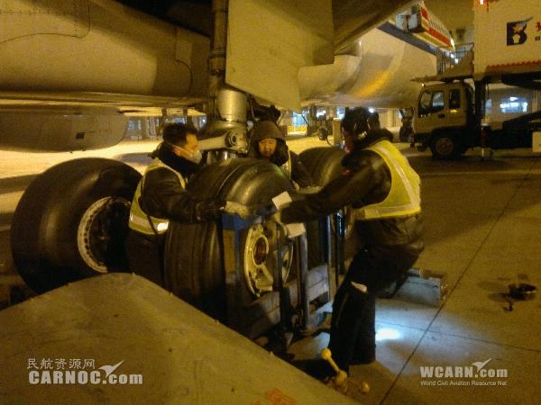 除夕夜 东航北京保障北京飞塞班航班纪实