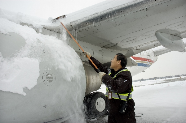 东航山西机务维护人员全力以赴战风雪保安全