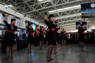 此次活动是东航甘肃分公司在春运期间为旅客送上的一份温馨祝福 (摄影:姜静)