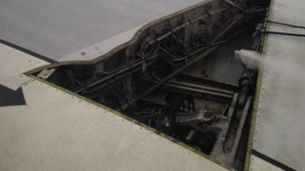 达美客机机翼面板脱落 安全降落无人员受伤图片