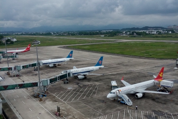 黄山机场候管部顺利保障大面积航班不正常