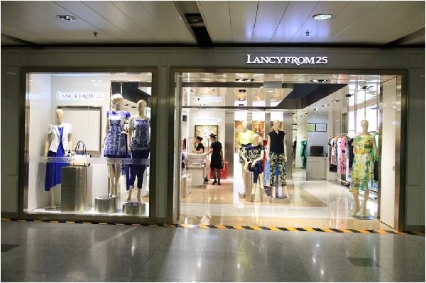 图:女装品牌朗姿亮相首都机场2号航站楼