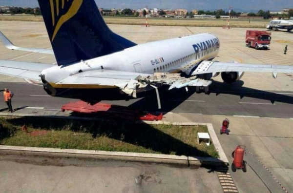 瑞安航空737滑動40米撞上倉庫 平尾嚴重受損