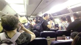 赴泰航班两次取消 乘客一怒堵了过关口岸