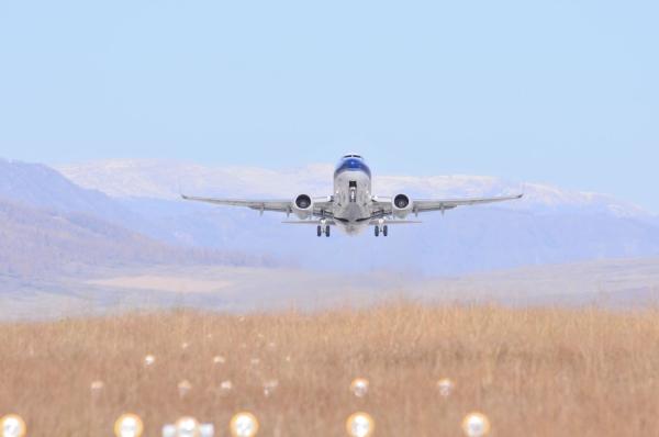 """""""冬眠""""8个月 新疆喀纳斯机场正式复航"""