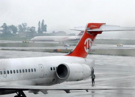 一飞机降落金门时滑出跑道 机上人员平安