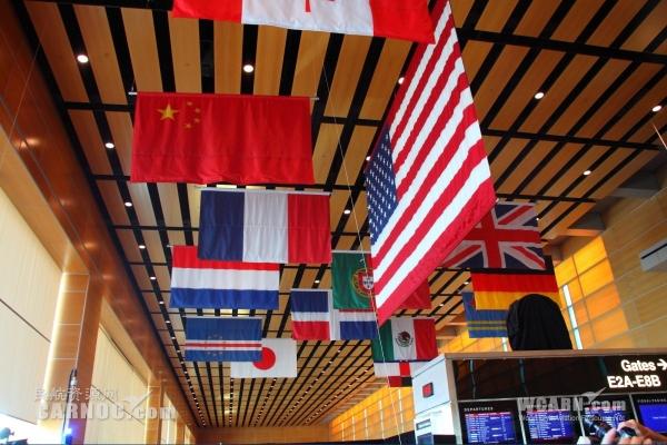 海航首航波士顿 波士顿机场升起中国国旗