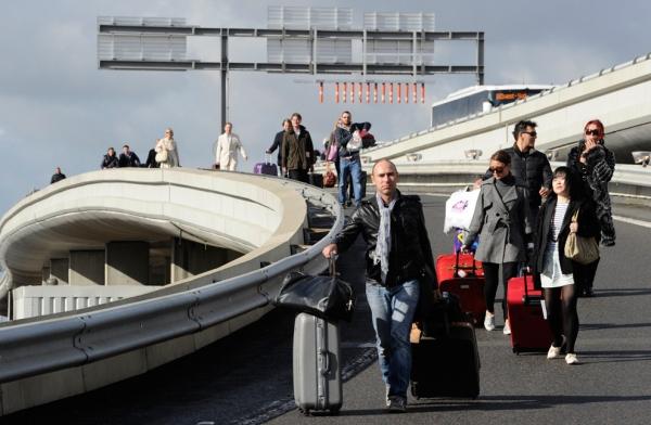 法国空管员举行罢工 全国1/4航班或将取消