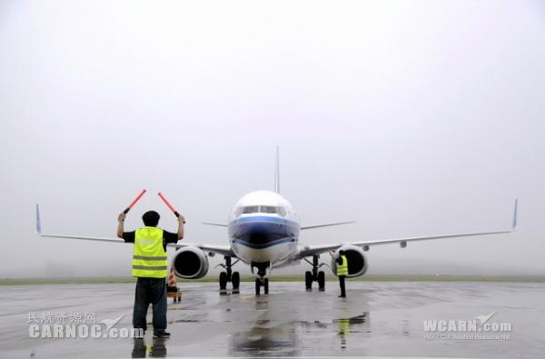 铜仁机场首次起降737-800
